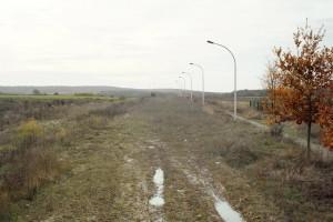 « Chaussée 01 (Cergy) », 2008 Projet abandonné d'une rue à Cergy Photographie, 60 x 75 cm