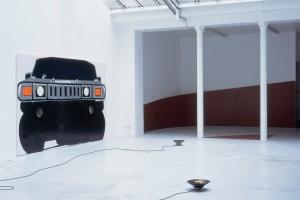 Tatjana DOLL, « H2 frontal », 2004, huile sur toile, 332 x 201 cm / Frédéric NOGRAY / Michaël VIALA, « Module 52 », 2004, contreplaqué et acrylique