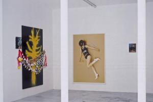 Sylvie AUVRAY: « Tree in disguise », 2005, huile sur toile 35 x 30 cm et laque sur plastique 195 x 130 cm ; sans titre, 2005, affiche ; « Grigri », 2005, huile sur toile, 30 x 24 cm