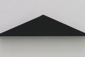 Triangle Painting – 2015, acrylique sur toile, 49,5 x 27 cm (h. 11 cm)