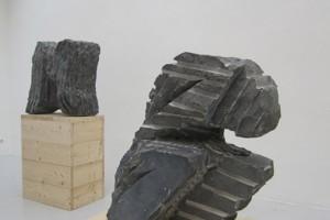 « Brisure », 1989, pierre de Soignies, 116 x 106 x 55 cm