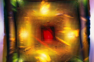« foulard, trame ronde », 2004, photogramme couleur, cibachrome, 104 x 104 cm