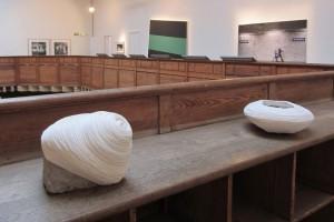 « Ce que pensent les pierres », 2012, pierres, fil en coton