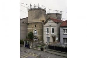 « Château d'eau 03 (Clichy-Sous-Bois) », 2010, photographies de châteaux d'eau reconvertis, 60 x 45 cm