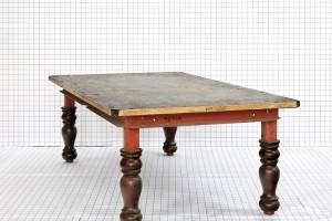 « Table 03 (Genova) », 2011, billard converti en table, bois, acier peint, ardoise, 125 x 230 x 75 cm. Prod. Églises de Chelles