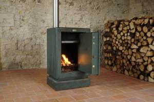 « Coffre 01 (Beaucouze) », 2012, coffre-fort (acier, béton), tubes aluminiés, bois