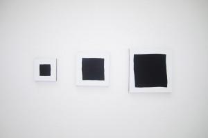 « 3 carrés noirs », 2011, acrylique sur tissu, 20x20, 30x30, 40x40 cm