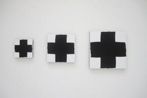 « 3 croix noires », 2011, acrylique sur tissu, 20x20, 30x30, 40x40 cm