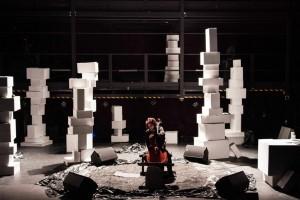 décors du concert de sonia wieder-atherton, « odyssée pour violoncelle et choeur imaginaire », la gaîté lyrique, paris, 2013