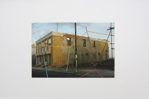 « Willemstadt, 2007 – Amsterdam, 2011 », peinture mixte sur impression jet d'encre, 41.7 x 59.3 cm