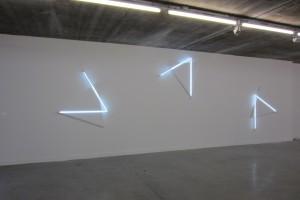 « Double sens n°2, n°1, n°3 », 2012, acrylique sur toile sur bois, néon blanc, 164 x 140 / 141 x 164 / 174 x 136 cm (tableau : 130 cm de côté)
