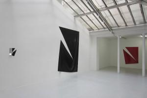 « Broken Ornament #7 », 2013, laque sur aluminium, 184 x 150 cm cm