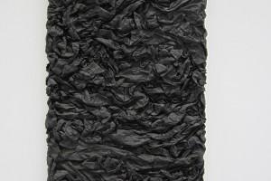 « Calcination », 1960, papier imprégné de résine vinylique et d'oxyde de fer noir, 100 x 66 x 7 cm