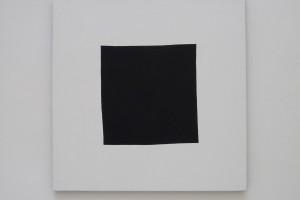 « Carré noir », 2007, crayon, acrylique sur tissu, 80 x 80 cm