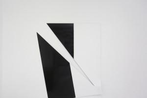 « Broken Ornament #2 », 2013, laque sur aluminium, 184 x 150 x 9 cm
