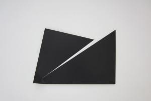 « Broken Ornament #3 », 2013, laque sur aluminium, 83 x 123 cm