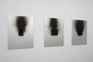 « Tableau-feu aux boîte d'allumettes », 2009, boîtes d'allumettes calcinées sur métal, 80 x 60 cm