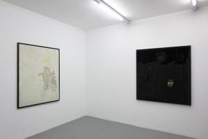 Bernard Rancillac – « Fantomas saute dans le vide », 1962, technique mixte sur toile, 146 x 114 cm et « Les visiteurs », 1961, textile fixé sur bois, 145 x 150 cm