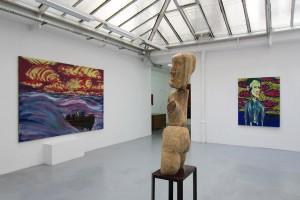 « Styx #1 », 2014, huile sur toile, 180 x 250 cm / « Autoportrait », 2014, huile sur toile, 146 x 114 cm / « Madame », 2014, bois d'acacia et bois peint, 193 x 35 x 51 cm
