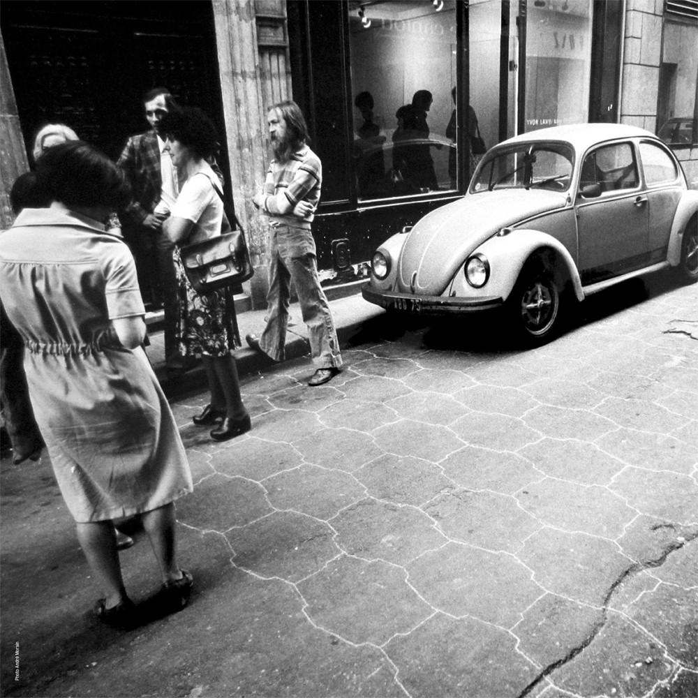 Travail au sol, mai 1976, galerie Yvon Lambert – Photo © André Morain Paris