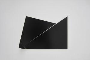 « Broken Ornement #4 », 2013, laque sur aluminium, 83 x 123 x 9 cm