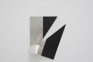 « Broken Ornement #7 », 2013, laque sur aluminium, 34 x 28 x 6 cm