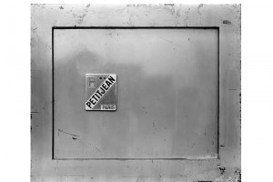 PHILIPPE GRONON : Coffre-fort n°2 – 1991 – Photographie argentique noir et blanc contrecollée sur aluminium – 50 x 60 cm