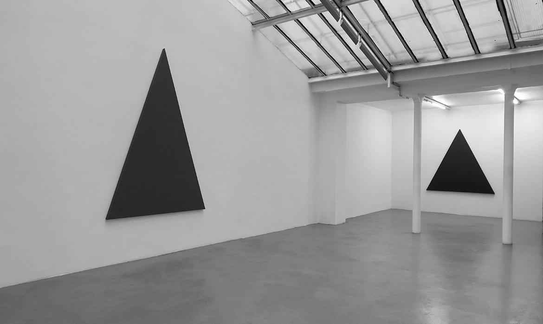 Triangle Painting, 2015 – acrylique sur toile, 254 x 180 cm / Triangle Painting, 2015 – acrylique sur toile, 180 x 180 cm