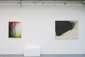 Rémy Hysbergue – À découvert #A0416, 2016 acrylique sur toile, 100 x 81 cm / Takesada Matsutani – Nuage, 1986 graphite sur papier marouflé sur toile et relief vinylique, 114 x 146 cm