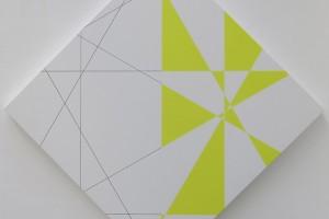 6 trames hybrides, 0°-90°, 30°-120°, 60°-150° sur la pointe, blanc et jaune, acrylique sur toile sur bois – 100 x 100 cm / 141x141 cm