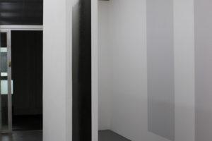 Interstice 3, 2017, parois interieures graphitées, 200 x 250 x 36 cm – exposition Assemblage, galerie Jeune création, Paris, 2017