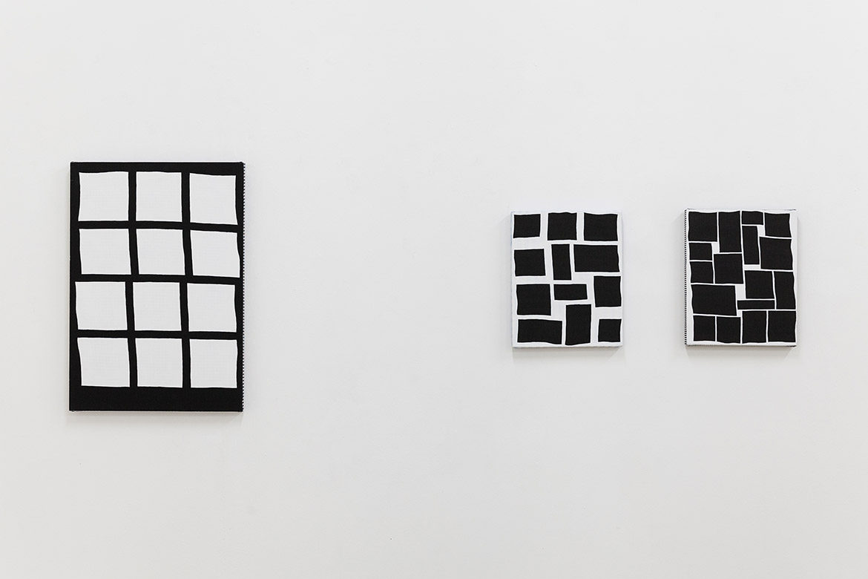 Scenario, 2014, acrylique sur tissu, 50,3 x 35 cm / Construction, 2017 acrylique sur tissu, 27 x 22 cm – © Jean Nicoué