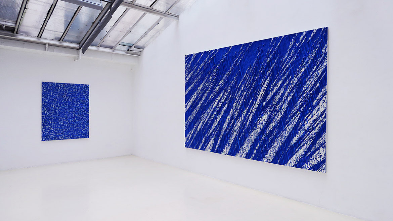 Terre anonyme (histoire de bleu) - 2017 Pigments naturels sur toile - 162 x 130 cm / Terre anonyme (histoire de bleu) - 2018 Pigments naturels sur toile - 240 x 360 cm