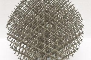 Sphère-trame, 1962, inox, diamètre 36 cm