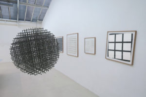 Sphère – Trames, 1962, inox, diamètre 36 cm