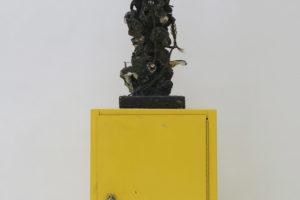 Amadou, 1987, technique mixte et meuble, 184 x 84 x 71 cm