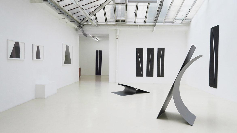 DIS/JONCTION (23.03-27.04) – vue partielle de l'exposition, galerie Jean Brolly, Paris