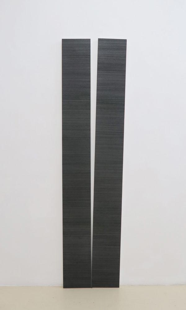 Disjonction #1, 2019, graphite sur papier marouflé sur bois, 220 x 55 x 4 cm