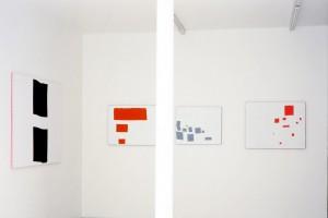 Nicolas CHARDON : « Double clip », 2003, acrylique sur vichy rose, 116 x 162 cm ; « Lundi », 2003, acrylique sur madras, 65 x 81 cm ; « Mardi », 2003, acrylique sur madras, 60 x 73 cm ; « Mercredi », 2003, acrylique sur madras, 73 x 91,5 cm