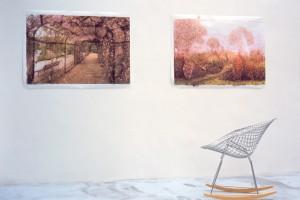 Rainier LERICOLAIS : « G.S. », 2003, encre et eau, 91 x 126 cm ; « Luxembourg », 2003, encre et eau, 91 x 126 cm / Bertrand LAVIER, « Bertoïa/Eames », 2001, sièges