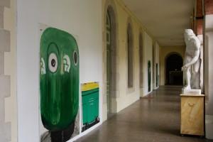 TATJANA DOLL : « Recycling container », 2007, 3 peintures, laque sur toile, 215 x 155 cm ; « Poubelle », 2007, peinture laque sur toiles, 110 x 120 cm et, 110 x 70 cm
