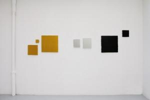 Bernard AUBERTIN, « Tout petit or Klassik », 2009, acrylique sur toile, 10 x 10 cm ; « Carré or n°2 », 2009, acrylique sur toile, 20 x 20 cm ; « Or Klassik », 2009, acrylique sur toile, 50 x 50 cm ; « Argent libre n°2 »,2009, acrylique sur toile, 24 x 18 cm ; « Rectangle argent n°4 », 2008, acrylique sur toile, 30 x 24 cm ; « Tableau noir »,2009, acrylique sur toile, 50 x 50 cm ; « Petit noir », 2009, acrylique sur toile, 20 x 20 cm