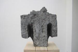 « Epaules », 1985, pierre de Massengis, 107 x 70 x 65 cm