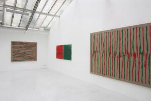« En regardant à droite, peint main droite en regardant à gauche », 2012, 195 x 160 cm et « En regardant au milieu panneau gauche peint main gauche, panneau droit peint main droite », 2012, dytique, 100 x 100 cm chacune