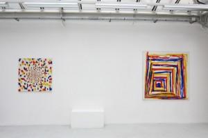 « En regardant au milieu, peint main droite », 1983, 100 x 100 cm et « En regardant en bas à gauche, peint main droite », 1987, 150 x 150 cm