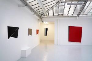 « Bird », 2010, peintures sur aluminium, 59 x 89 cm – Ed. de 4 ; « M. Koolhaas », 2010, huile sur toile, 158 x 64 cm ; « Iceberg II », 2010, acrylique sur toile, 188 x 152 cm