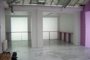 « Découpe d'une petite/ grande porte – Deux découpes similaires de lumière projetée, côte-à-côte (source au sol) sur le tracé, au mur, d'un accrochage type » – exposition « éclairages », galerie jean brolly, 2004