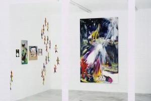 « Observatoire », 2003, huile sur toile, 24 x 19 cm / « Petits ours », 2002, huile sur toile, 80 x 40 cm / « Warm Welcome », 2003, huile sur toile, 50 x 61 cm / « Cow girl et cigarettes », 2003, huile sur toile, 25 x 33 cm / « Chihuahuas », 2004 (par 3), huiles sur toile / « Les Bucherons », 2004, huile sur toile, 250 x 150 cm