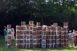 « Tours d'Immeubles », 2009 Brique creuse, colle à carreaux, fer à béton. 240 x 650 x 280 cm