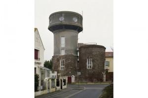 « Château d'eau 02 (Torcy) », 2010, photographies de châteaux d'eau reconvertis, 60 x 45 cm